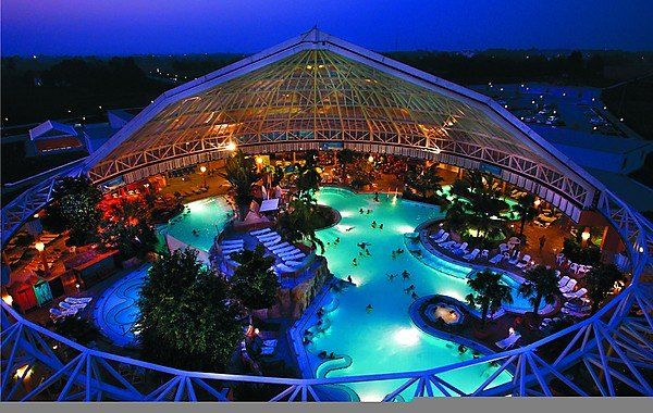 Therme Erding in Bavaria: Europe's largest spa. Come relax in the various sections it has to offer, and enjoy all its luxuries. Detailed information http://www.tripomatic.com/Germany/Bavaria/Therme-Erding/