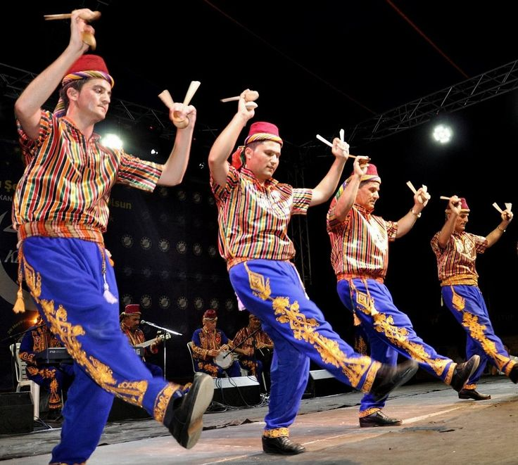 Traditional festive costume from the Konya province.  Clothing style: 1925-1950.  These are recent workshop-made copies, as worn by folk dance groups.