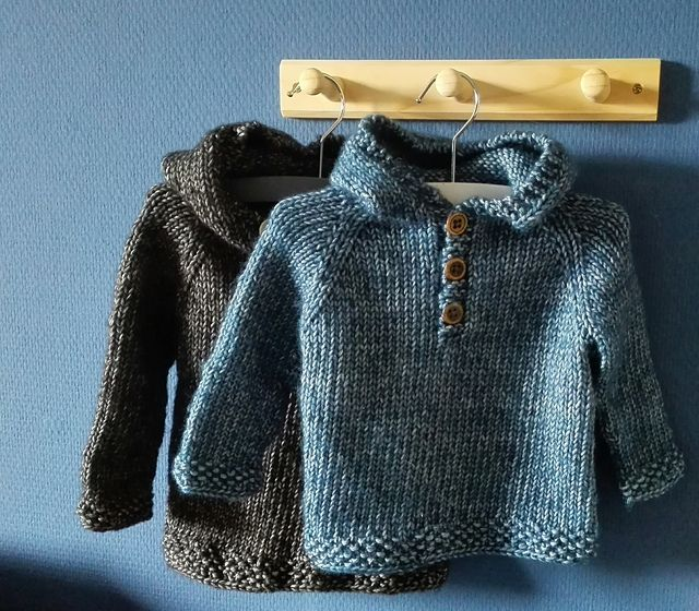 Ravelry: Seamless Baby Hooded Pullover pattern by Maggie van Buiten. 4-12 months