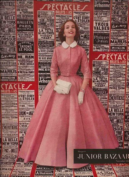 Junior Harpers Bazaar Evening Ensemble 1953 pour avoir l'idée de la robe longue habituellement courte.