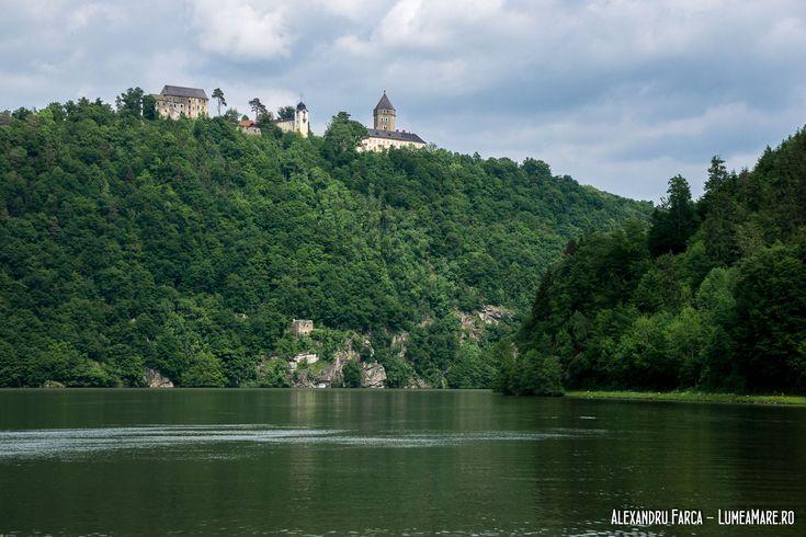 Neuhaus, castel și proprietate privată