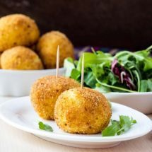 Cromesquis au fromage : http://www.recettes.net/aperitifs/cromesquis-au-fromage,,889.html #cromesqui #aperitif #fromage