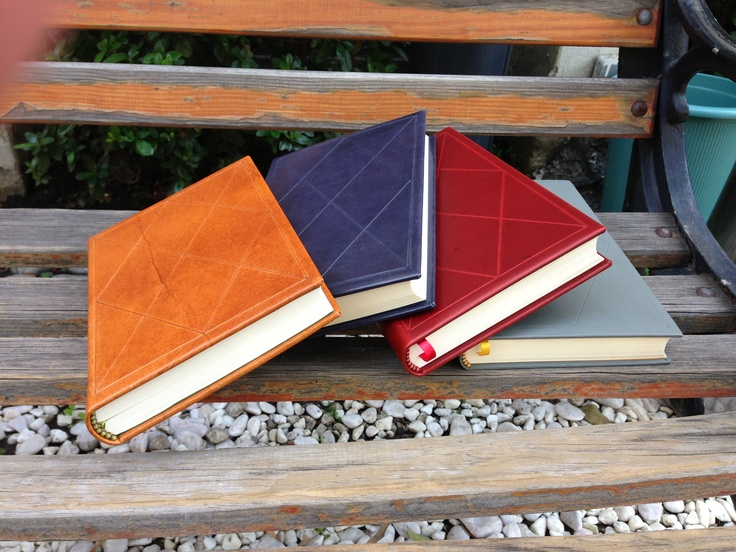 Cuatro libros gofrados