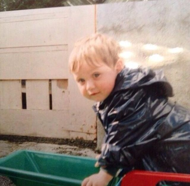 Baby Niall! I dare you to not repin this ;)