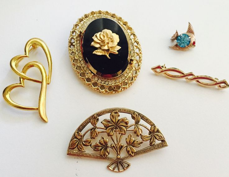 Vintage brooches Hearts yellow gold for sale best rose gold with black glass marble , two hearts gold look carved brooche, grape leafs 1920,