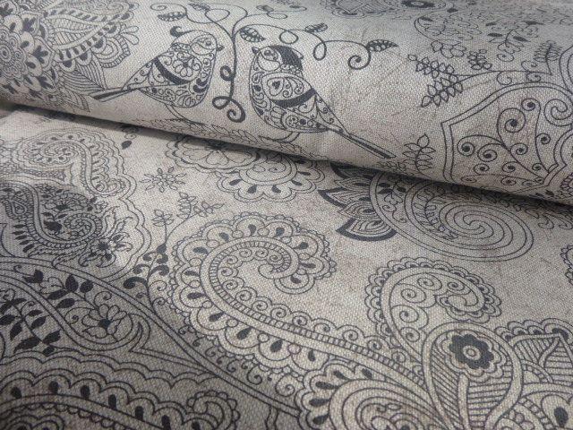 látka metráž, ptáčci, potahovka 80% bavlna, 20% PES šíře 140cm hrubší struktura, barva: béžovo režný podklad dovoz: Itálie černé ornamenty s ptáčky na režném podkladu s hnědým mramorováním vhodné především na bytové dekorace, také na potahování židlí, sedaček a podobně (slabší potahovka) lze využít i na závěsy, polštáře, tašky apod. vyšší ...