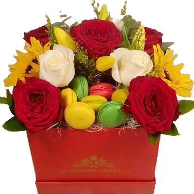 Макаруни и цветы в коробке http://www.dostavka-tsvetov.com/cvety-i-makaruny-v-korobke/tsvety-i-makaruny-v-korobke