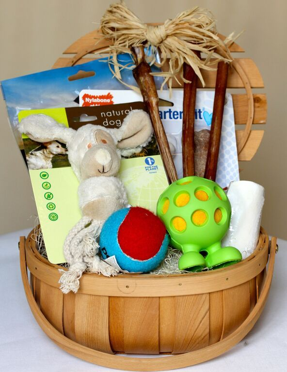 How cute is this curated dog toy basket?! Perfect for a neighbor or friend gift!