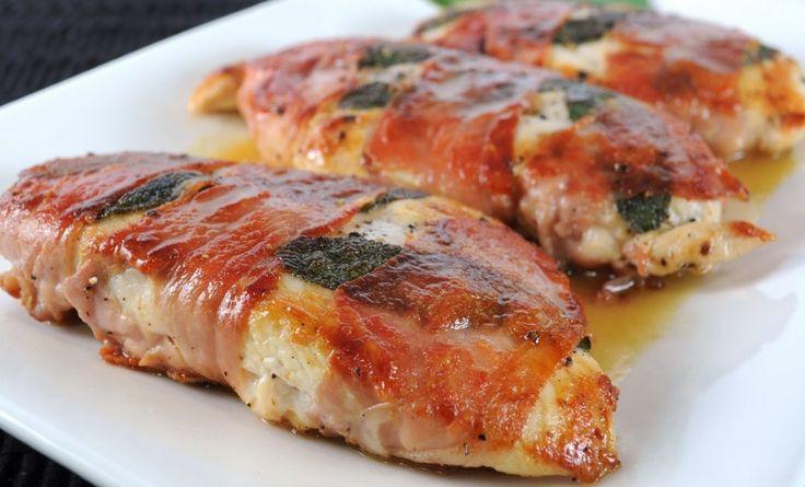 A megszokott csirkés finomságok helyett ideje valami különlegességet készíteni :)Hozzávalók:1 csirkemell18 szelet bacon6 gerezd fokhagyma1 evőkanál...