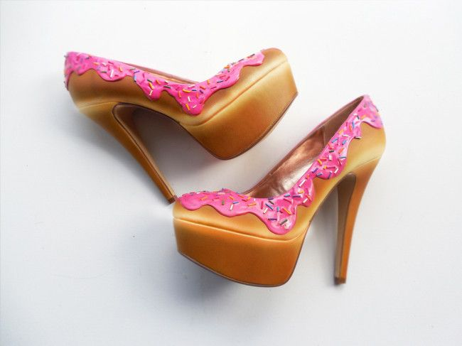 Those heels look shoe delicious! Orlando-based shoe company 'The Shoe Bakery' creates footwear that are inspired by confectionary treats like ice cream, cupcakes, donuts, and cake. 'My love for shoes came with the passion for being unique', says founder Chris Campbell. 'I love shoes and sweets so why not put them together?' As you can […]