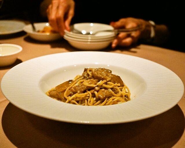 イルバンボリーノ - ポルチーニ茸のソース、パルミジャーノ風味 自家製タリオリーニ(1,500円)