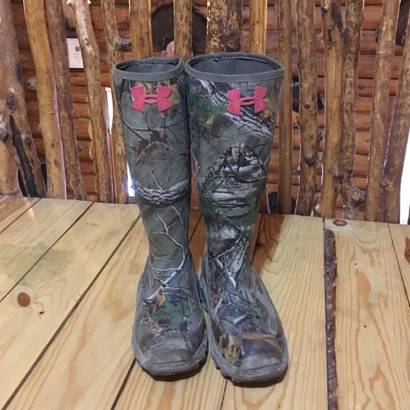Under Armor Muck Boots! Under Armor light weight muck boots. Non insulated. Only worn a couple of times! Back strap broke. Under Armour Shoes Winter & Rain Boots