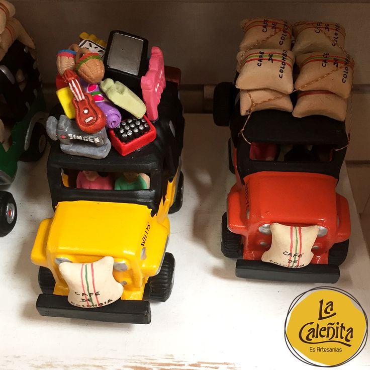 El Yipao o Jeep Willys, uno de los símbolos de nuestra cultura colombiana. Cargan una asombrosa cantidad de todo tipo de equipaje: Desde café, plátanos e incluso pasajeros hasta pollos, camas, colchones, bicicletas, apretujados en cualquier espacio libre o aferrados a los lados del carro. 😍💖  #ArtesaniasDeColombia #ArtesaniasDeArmeniaQuindioColombia #ArtesaniasFilandiaQuindio