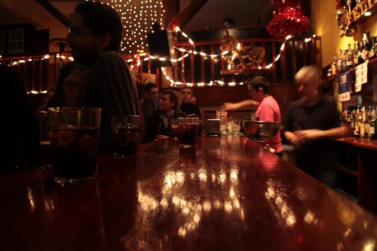 El Cuento Bar. La barra a tope.