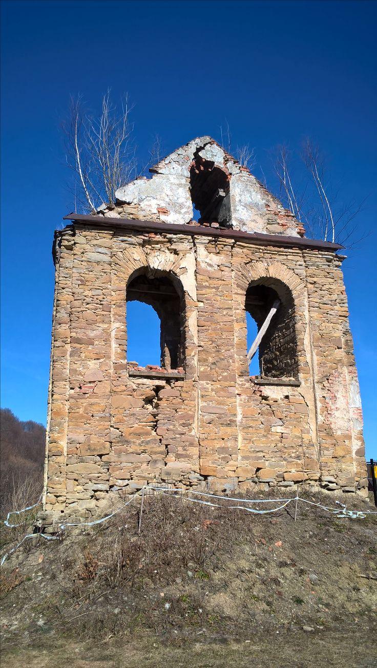 Bieszczady. Ruiny cerkwi w Terce