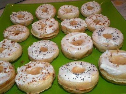 Mes enfants m'avaient offert un appareil à mini-donuts il y a quelque temps, et j'avais envie de l'utiliser quand je suis tombée sur cette recette tirée du blog Fait Maison par Lilouina Ingrédients pour une trentaine de donuts : 260 g de farine 1 sachet...
