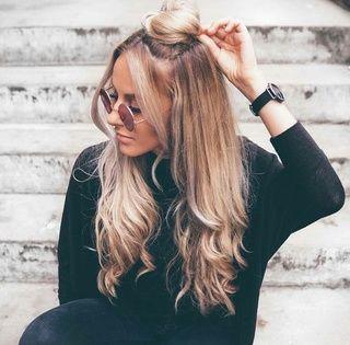 秋の髪型も衣替え シックで大人かわいいハーフアップ
