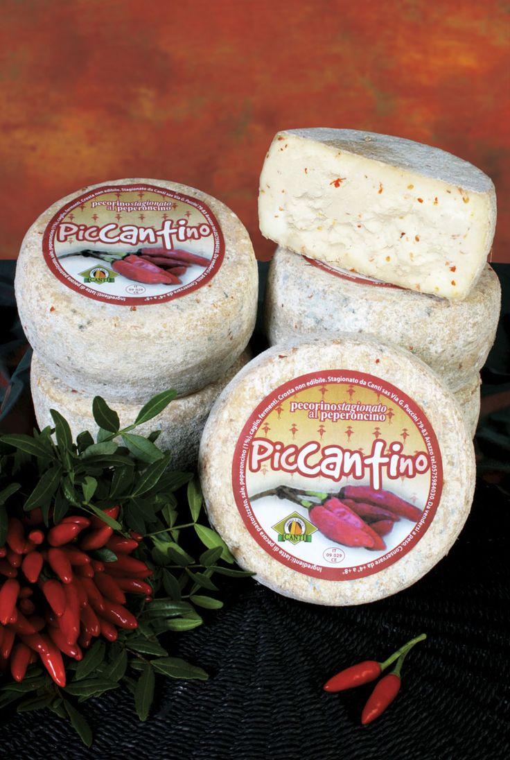#Piccantino è un pecorino con peperoncino rosso a scaglie nell'impasto...per gli amanti dei sapori decisi!  #pecorino #peperoncino #chilli #pepper #formaggio #cheese #toscano