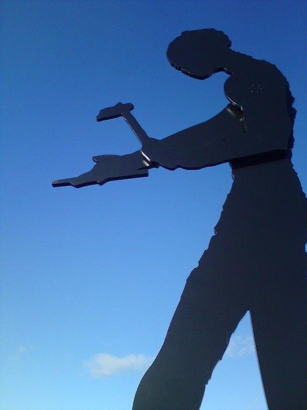 The Hamering Man av Jonathan Borosky, forært Kunstparken og Lillestrøms innbyggere av Skedsmo Kommune, Lillestrøm Banken og KORO (Kunst i det offentlige rom).