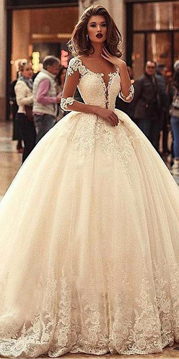 Vintage Tulle Scoop Neckline Ball Gown Wedding Dress With Beadings & Lace Appliques