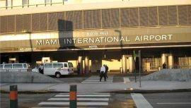 Arrestan A Mujer Por Amenaza De Bomba En Aeropuerto Internacional De Miami