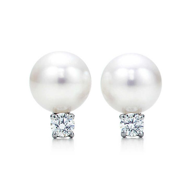 Tiffany Signature Pearl Earrings in 18k white gold with Akoya cultured pearls and round brilliant diamonds. Pearls, 6.5-7 mm. Carat total weight .10.