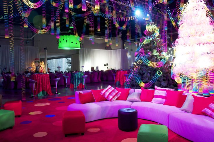 Slinky Christmas With Seating And Trees Christmas