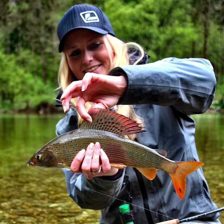 grayling women Pull on these fishe wear groovy grayling leggings for fishing, exercising, or simply relaxing.