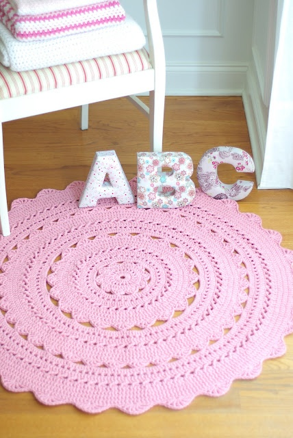"""Handy Crafter: Perfect for a Nursery: SARA Doily Rug in Country Pink 40"""" / 102cm"""