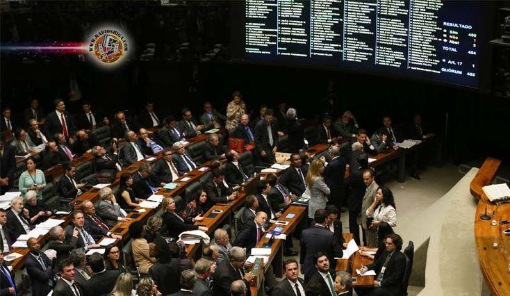 Câmara aprova texto-base de projeto com medidas de combate à corrupção. A Câmara dos Deputados aprovou por 450 votos a favor, um contra e três...
