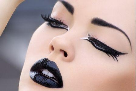 great way to wear blackBlack Lipsticks, Eyeliner, Eye Makeup, Gothic Makeup, Beautiful, Dark Lips, Makeup Looks, Eyemakeup, Eye Liner