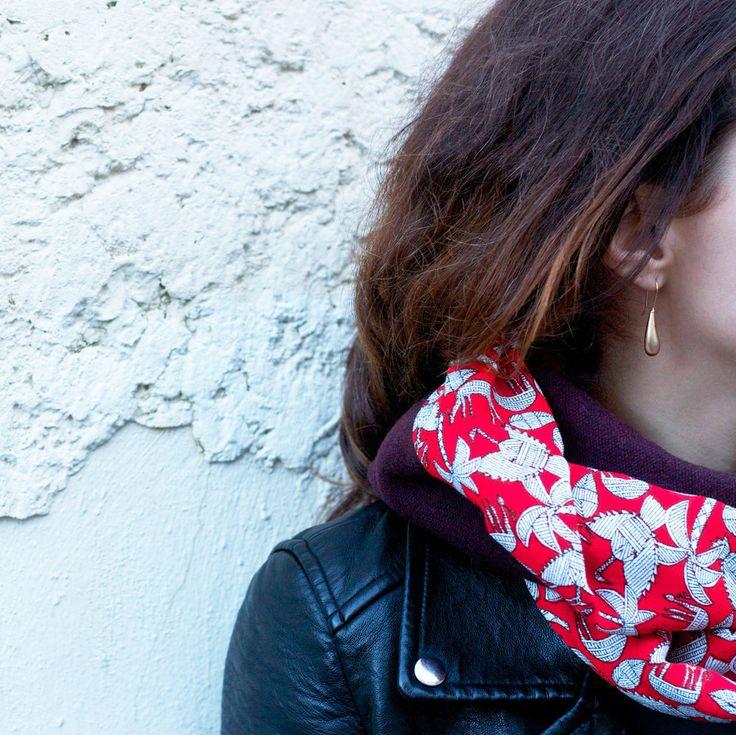 Infinity scarf 135 x 27cmBurgundy mixed woolPrinted silk/viscoseEcharpe ronde à porter en simple ou double tour.135 x 27cmLaine mélangée bordeauxImprimé soie/viscose