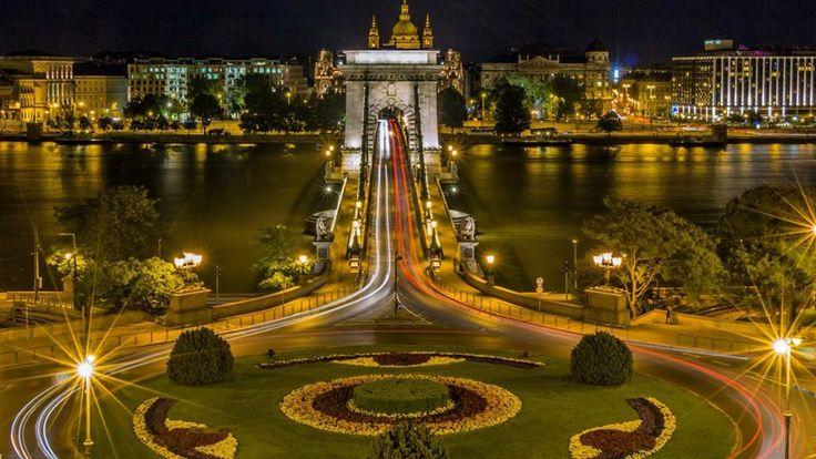 Budapest, I. kerület, Víziváros Clark Ádám tér  Lánchíd budai hídfő