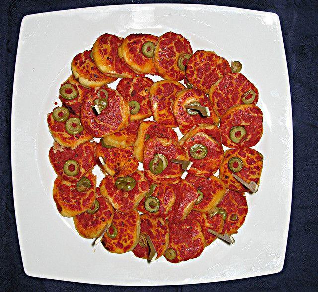 Pizzette Rosse fatte con il Bimby: LEGGI LA RICETTA ► http://www.ricette-bimby.com/2013/01/pizzette-veloci-bimby.html