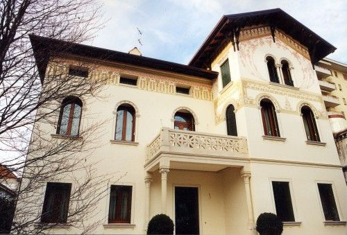 Restauro decorazioni esterne villa : (Susegana)