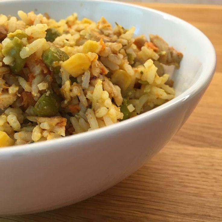 Stekt ris: Kylling, ris, gulrøtter, mais, erter, egg og masse godt krydder🙌🏻