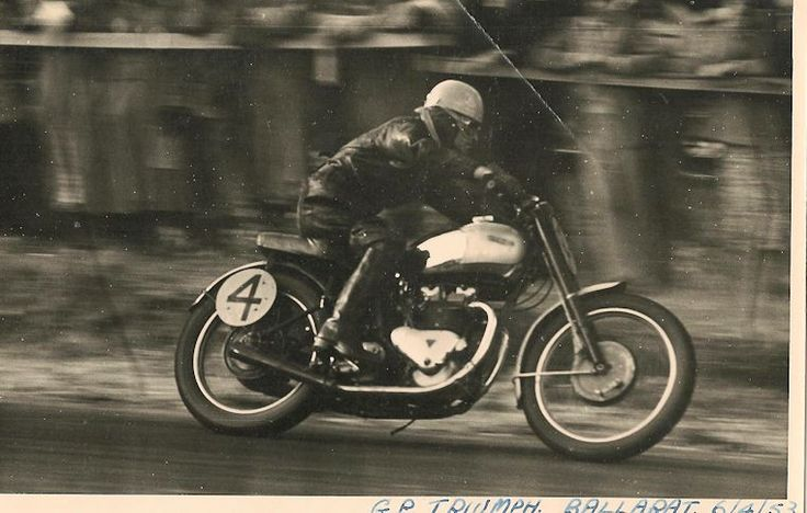 Denis Minett 1951left the UK permanently for Australia to develop a 125cc rotary valve motor for Rex Tilbrook of Adelaide. He had his last race in 1953 at Victoria Park, Ballarat, finishing 6th on a GP Triumph.
