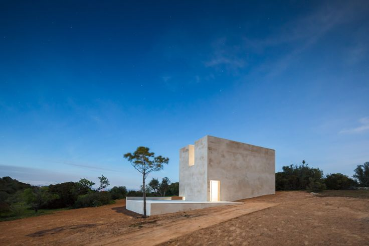 Der Architekt Álvaro Siza Viera hat eine einfache Landschaftskapelle im Süden …