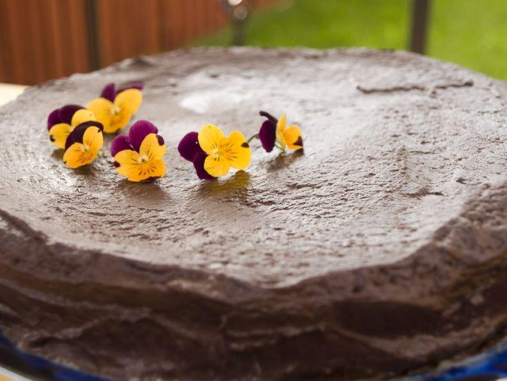 Lectia de gatit: ganache de ciocolata - www.foodstory.ro (ciocolata amaruie cu frisca lichida in diferite proportii vor forma un sos mai mult sau mai putin consistent sau o crema ce poate fi modelata cand e rece)