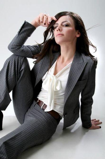 楽ちんカワイイが叶う♡愛され女性のスーツの着こなし3選 - Locari(ロカリ)