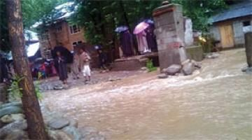 Cloudbursts in J&K reviving nature's fury Read complete story click here http://www.thehansindia.com/posts/index/2015-07-31/Cloudbursts-in-JK-reviving-natures-fury-167060