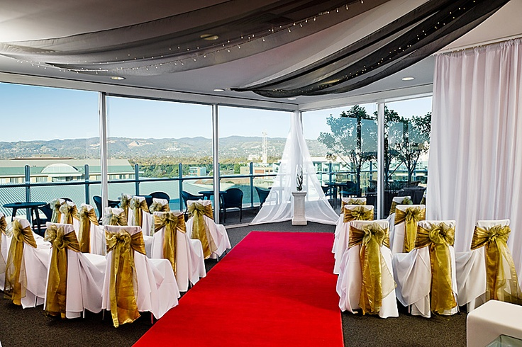 Seated wedding reception at nandina function rooms majestic roof seated wedding reception at nandina function rooms majestic roof garden hotel adelaide south australia weddings events at majestic hotels junglespirit Images