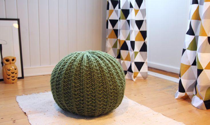 Free Knitting Pattern - Pillows, Cushions & Covers: Puff Mama Cushion
