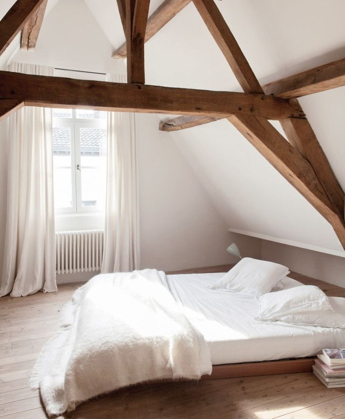 10 härliga sovrum vi vill tillbringa hela helgen I double bedroom, exposed oak beams, vaulted ceiling, wood flooring,