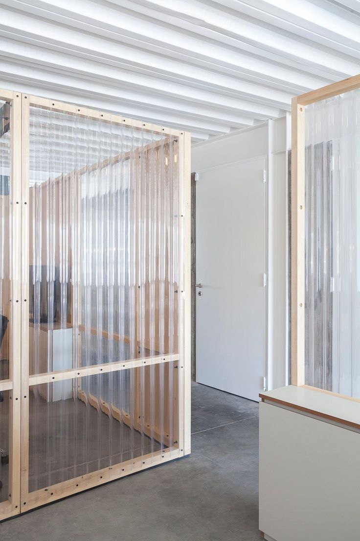 Translucent wall paneling. Circus BA by It Met. #workspace #simplicity