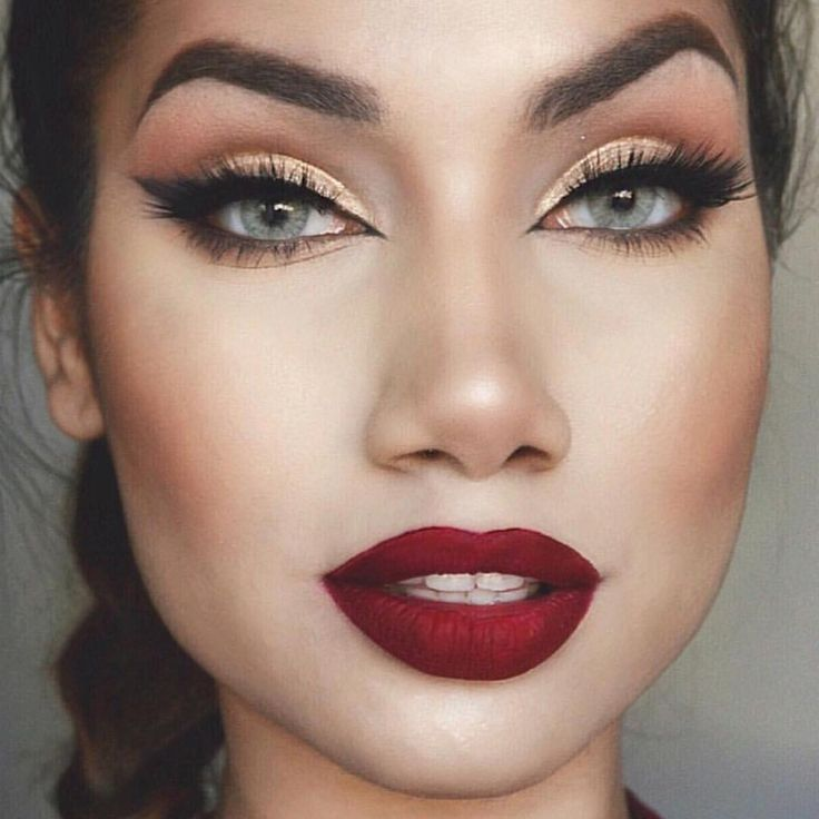 Cranberry Lips And Shimmering Eyes @makeupbyalinna Is