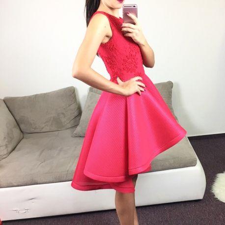 Červené šaty Lady