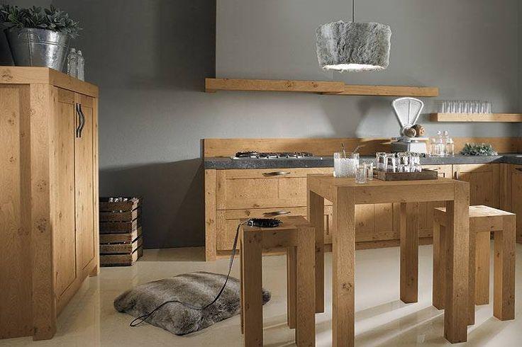 Een houten landelijke keuken met een klassieke uitstraling. Voor de echte liefhebber.