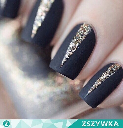Imagen vía We Heart It https://weheartit.com/entry/162090148 #black #gold #mat #nails #pretty