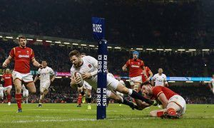 Elliot Daly scores a try for England against Wales in the Six Nations in 2017